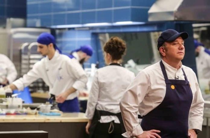 Hell's Kitchen:«Βούλωσέ το! Έξω…»! Ο Έκτορας Μποτρίνι μαινόμενος πέταξε έξω τους παίκτες από την κουζίνα! Σοκαρισμένοι στο Πρωϊνο!