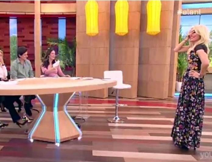 Απίστευτο τηλεοπτικό στιγμιότυπο! Μπούκαρε στο πλατό της Μενεγάκη με μυγοσκοτώστρα ο...! (Βίντεο)
