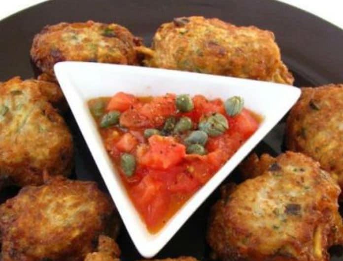 Ιδανική συνταγή για σήμερα 25η Μαρτίου! Κροκέτες μπακαλιάρου με κόκκινο αρωματικό κουρκούτι και σάλτσα κάππαρης