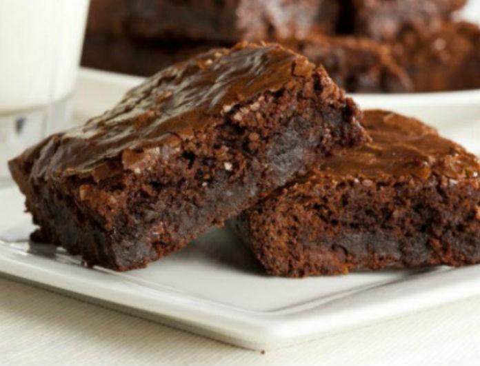 Γλυκό χωρίς «αμαρτία»: Υπέροχο νηστίσιμο brownie με ταχίνι!