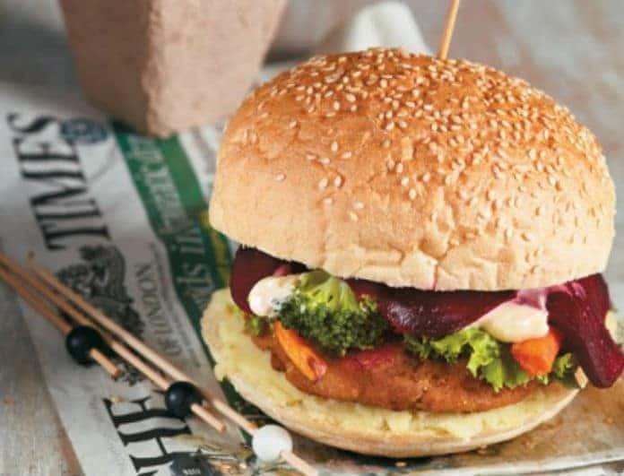 Ένας αλλιώτικος τρόπος να φας μπακαλιάρο! Δες πως θα φτιάξεις το απόλυτο ψαροφαγικό burger!