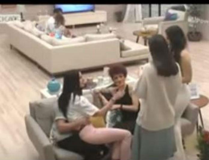Power of love: Η Τζούλια κάθεται στα πόδια του Ανδρέα και το ειδύλλιο φουντώνει!
