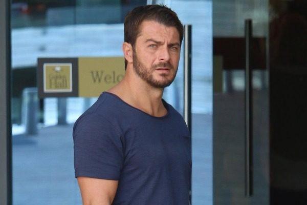 Αποκλειστικό: Ο Αγγελόπουλος πλακώθηκε με φωτορεπόρτερ... «Πρόσεξε θα τις αρπάξεις»- «Σιγά ρε νταή» χαμός στην παραλιακή!