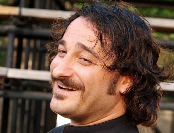 Βασίλης Χαραλαμπόπουλος: Μας «βάζει» στην κουζίνα του για πρώτη φόρα! Η Πασχαλινή ανάρτηση του ηθοποιού και το «ατυχηματάκι»....