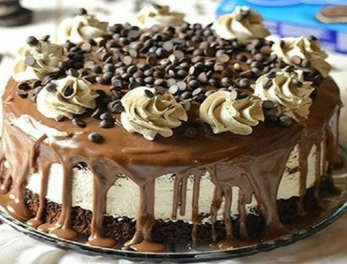 Το απόλυτο γλυκό: Cheesecake σοκολάτας µε αμύγδαλα!