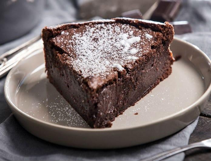 Νηστίσιμο κέικ σοκολάτας με πορτοκάλι και καρύδια  για σένα που νηστεύεις, αλλά δεν θέλεις να στερείσαι!