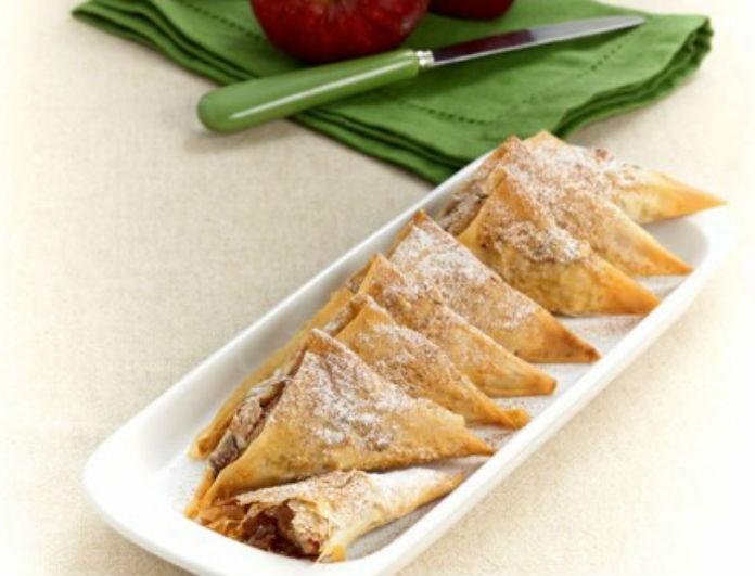 Θες κάτι γλυκό στα γρήγορα; Φτιάξε τρίγωνα μηλοπιτάκια!