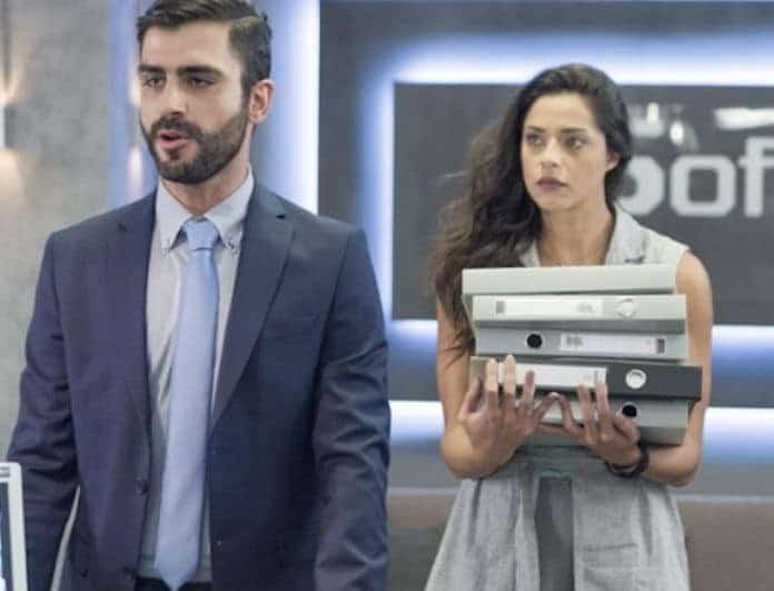 Έλα στην θέση μου: Η Ρενάτα ανακαλύπτει ένα μήνυμα από τη Μένη στο κινητό του Θάνου!