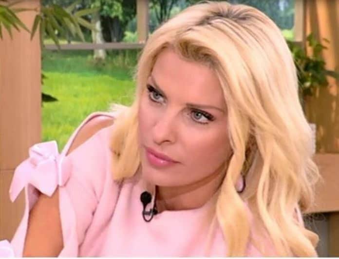 Έξαλλη η Ελένη Μενεγάκη με τους συνεργάτες της! Η δημόσια παρατήρηση on air! (Βίντεο)